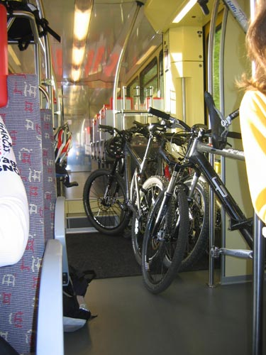 Train jaune version longue (V2) - IMG_0063.jpg - biking66.com
